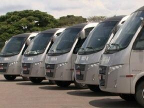 Micro-ônibus vai percorrer trajeto Cruzeiro-Sudoeste até a Esplanada dos Ministérios - Cinco veículos farão o trajeto começará a ser feito a partir da próxima segunda-feira. O transporte foi criado para que os passageiros deixem os carros em casa. A promessa é de que o micro-ônibus sairá a cada 15 minutos.