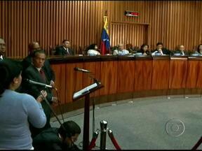 Corte Suprema da Venezuela confirma manutenção de Chávez no poder - A Corte Suprema da Venezuela endossou a manobra do governo chavista para empossá-lo no quarto mandato como presidente, apesar dele estar internado em Cuba sem prazo para sair do hospital.