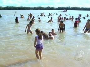 Número de pessoas no Rio São Francisco no verão aumenta o risco de afogamento - No último ano, dez pessoas morreram afogadas no trecho do rio que passa por Juazeiro.