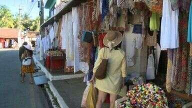 Artesãs estão preocupadas com concorrência - Artesãs e comerciantes do Pontal da Barra denunciam processo de industrialização do artesanato.