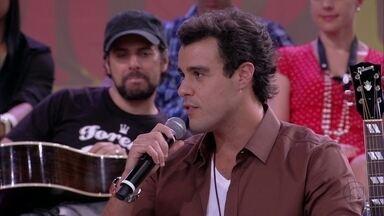 Joaquim Lopes: 'O segredo do casamento é bom humor' - Ator fala sobre o seu casamento com Paola Oliveira
