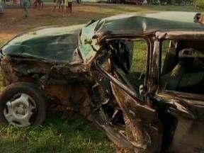 Polícia procura motorista suspeito de causar acidente na BR-316 - O motorista da caminhonete fugiu em uma van em direção ao município de Barro Duro. Uma pessoa morreu e duas ficaram feridas no acidente.