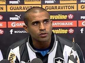 Botafogo anuncia Julio Cesar e devolve Anderson Aquino ao Coritiba - Ex-jogador do Flamengo chega ao alvinegro para jogar na lateral esquerda e Anderson Aquino volta ao Coritiba após sofrer lesão.