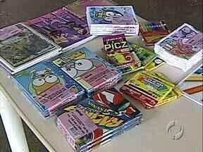 Campanha arrecada material escolar para crianças pobres - Apostilas e cadernos velhos são trocados por cadernos novos. Iniciativa já beneficiou 500 estudantes.