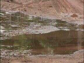 Moradores de Foz ainda contabilizam prejuízos da chuvarada - Ontem moradores dos prédios da Vila União fizeram um protesto para cobrar providências da prefeitura