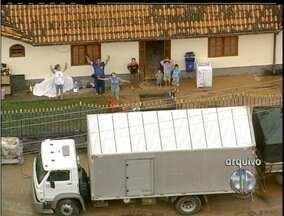Casas para desabrigados das chuvas de 2011 ficam prontas em três meses - As residências estão sendo construídas em São José do Vale do Rio Preto.Foram encontradas casas destruídas e carros inteiros dentro no rio.