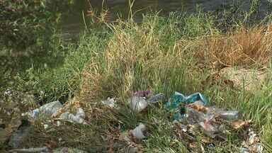 Lagoas de Fortaleza estão abarrotadas de lixo - Moradores temem chegada do período de chuva.