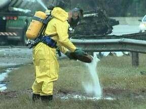 Simulação de acidentes com produtos químicos mobiliza técnicos brasileiros e estrangeiros - Nesta quinta-feira (10) uma simulação de acidentes com produtos químicos mobilizou técnicos brasileiros e de outros países na capital.