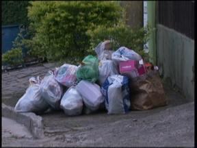 Moradores de Blumenau vão pagar mais pela coleta de lixo a partir deste mês - A taxa da coleta de lixo, em Blumenau, vai sofrer dois reajustes. O valor da taxa é definido conforme o consumo de água ou número de moradores de cada residência.