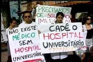 Matrículas do curso de medicina são suspensas na UFRJ de Macaé, RJ - O motivo seria a precariedade dos laboratórios e a falta de professores.As matrículas só poderão ser feitas, novamente, no segundo semestre.