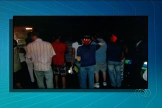 Policial civil e amigo são mortos a tiros em porta de festa, em Goiás - Crime aconteceu na noite de quarta-feira na Vila Santa Rita, em Anápolis.Delegada de homicídios investiga ligação de vítima com criminosos.