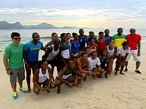 Atletas do saltos triplo e em distância treinam no Rio de Janeiro já pensando em 2016 - Vinte dos melhores atletas do país nos saltos triplo e em distância estão treinando esta semana, no Rio de Janeiro. É o início da preparação para as Olimpíadas de 2016.