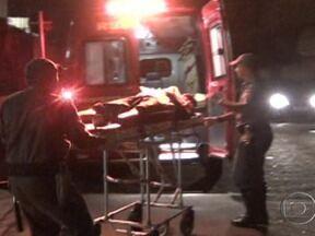 Oito pessoas são baleadas em São Paulo - Crime ocorreu na noite desta quinta-feira (10). Três dos feridos morreram, entre eles um ex-policial militar morto durante uma tentativa de assalto. Em outra tentativa de assalto, dois criminosos foram baleados; um deles não resistiu aos ferimentos.