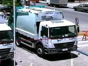 Novos caminhões coletores de lixo são apresentados em Rio Grande, RS - Os sete caminhões são avaliados em R$ 2 milhões.