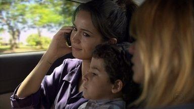 Jéssica e Morena colocam plano em prática - Morena finge que recebeu uma ligação de Helô desmarcando o compromisso