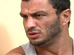 Bambam explica o porquê de deixar o Big Brother - Ele foi o vencedor de uma das edições do Big Brother Brasil e, este ano, teve a oportunidade de voltar a participar do jogo. Em entrevista exclusiva ao fantástico, ele revelou a razão pela qual desistiu da disputa pelo prêmio.