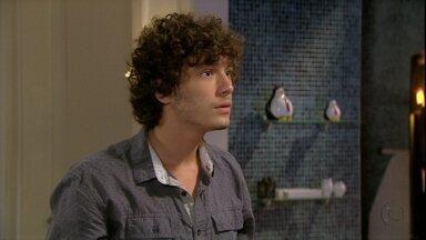 Malhação - capítulo de segunda-feira, dia 14/01/2013, na íntegra - Dinho descobre que Bruno ficou com Fatinha e o confronta