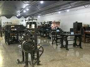 Museu da Imprensa Nacional conta a história do Brasil através da indústria gráfica - Máquinas trazidas de Portugal, pela família Real, estão expostas no museu. Prensas e documentos antigos também fazem parte do acervo.