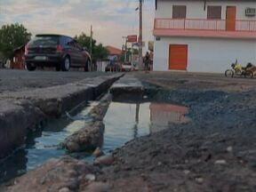 Operação tapa buracos melhora trânsito em via de Teresina - Mas motoristas reclamam que muitas ruas ainda estão em péssimas condições.