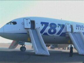 Companhias aéreas japonesas suspenderam voos com Boeing 787 - A decisão foi tomada por duas empresas, depois de seis problemas em dez dias com aeronaves do mesmo modelo. O Boeing 787 começou a voar há um ano e três meses. Oito companhias aéreas no mundo têm o modelo.