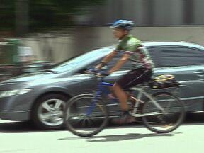 Mercado das bicicletas cresce no Brasil - Empresários de São Paulo estão investindo no mercado de bicicletas. Lojas especializadas oferecem peças e acessórios para as bikes. O criador da bicicleta elétrica brasileira fala do atual mercado de bikes no país.