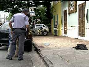 Polícia divulga foto de suspeito de matar PM aposentado em São Paulo - Esse é o terceiro caso de assassinato de policiais aposentados em 2013. Ele fazia transporte de dinheiro e foi assassinado em frente a um bar, quando ia fazer uma entrega. A vítima reagiu a um assalto, mas se desequilibrou e caiu.
