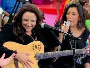 Essa é bamba! Ana Carolina declara amor ao samba - A cantora que conquistou o Brasil cantando MPB, mostra que também curte um sambinha