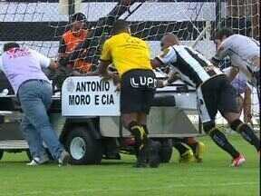 O carrinho pifou no jogo do Operário-PR x Coritiba - Ele precisou ser empurrado para fora de campo