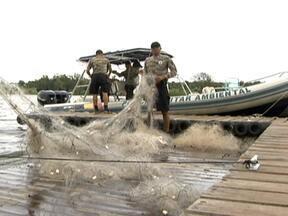 Polícia Militar faz operação para combater crimes ambientais no Lago Paranoá - O domingo (20) foi movimentado no Lago Paranoá. A Polícia Militar fez uma operação para combater os crimes ambientais. A abordagem a quem está infringido alguma lei é feita pela água.
