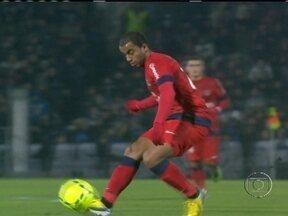 Lucas dá assistência para Ibrahimovic marcar o gol da vitória do PSG sobre o Bordeaux - Este foi a segunda partida do brasileiro no Campeonato Francês.