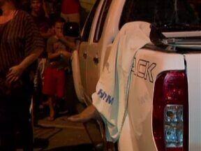 Acidente entre moto e carro deixa um morto na Zona Norte de Teresina - Motorista estaria manobrando o carro para entrar em sua garagem quando houve a colisão.