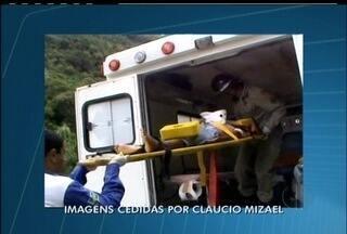 Acidente deixa dois mortos e três feridos na BR-116 em Teresópolis, RJ - Veículo teria batido em uma árvore e caído em vala no km 116 da BR.Duas crianças de cinco anos estão entre os feridos que foram para hospital.