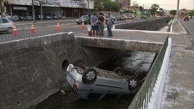 Dezoito acidentes são registradas nas estradas federais e estaduais no fim de semana - No domingo (20) à tarde, uma motorista caiu no canal da Avenida Aguanambi, no Bairro de Fátima.