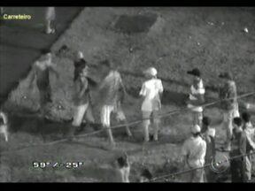 Câmera de segurança flagra briga durante tentativa de furto no Sabe Tudo em Sorocaba, SP - A câmera de segurança em frente ao prédio do Sabe Tudo, no bairro Ana Paula Eleutério, Zona Norte de Sorocaba (SP), flagrou uma briga entre um jovem que iria furtar o prédio e um traficante da região.