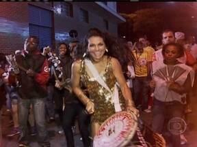 Conheça a rainha de bateria que esbanja beleza e sabe tocar também - Aline Oliveira, além de ser a rainha da bateria da Mocidade Alegre, também toca surdo de terceira da escola. Toca e ensina.