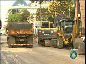 Novos bloqueios deixam o tráfego ainda pior na Av. Sete de Setembro - As obras vão até abril.