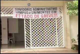 Técnicos adminisrativos da Unimontes fazem manifestação reivindicando melhores salários - Técnicos adminisrativos da Unimontes fazem manifestação reivindicando melhores salários.