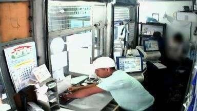 Vídeo flagra homens assaltando casa lotérica em Fortaleza - Vídeo flagra homens assaltando casa lotérica em Fortaleza. A ação ocorreu no Bairro Joaquim Távora, a polícia pede ajuda da população para identificar os suspeitos.