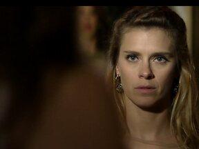 Lívia mata Jéssica com uma seringa - Traficada descobriu que ela é a chefe da máfia
