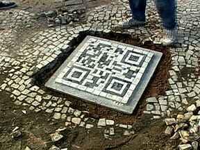 Códigos para celular são instalados em calçadas do Rio de Janeiro - Ideia já é presente em monumentos de Portugal. Código que pode ser lido por celulares e tablets dá informações sobre lugar. Antes de fazer a leitura do código, é importante baixar o aplicativo no celular, que é de graça.