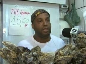 Mesmo com a liberação, consumidores estão receosos ao comprar ostras - Mesmo com a liberação, consumidores estão receosos ao comprar ostras.