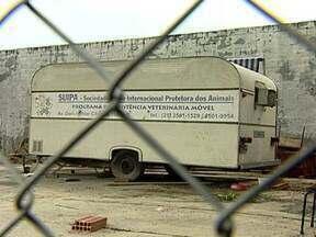 Bandidos invadem trailer da Suipa e levam equipamentos e material para cirurgias - O trailer de onde os equipamentos foram roubados prestava assistência em áreas carentes da cidade. Os bandidos levaram a maior parte do equipamento que era usado pelos veterinários.