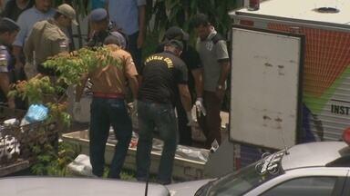 Mãe e filha são encontradas mortas dentro de casa em Manaus - Mãe e filha foram encontradas mortas dentro de um apartamento na manhã desta terça-feira (22), por volta das 8h, no condomínio Parque Solimões, bairro Raiz, Zona Sul de Manaus.