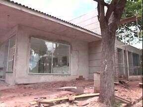 Obras que não foram concluídas já foram inauguradas por ex-prefeitos - Tem posto de saúde que ainda está em construção e outro inaugurado na véspera das eleições.