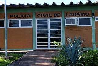 Idosa é vítima de estupro em Corumbá - O crime aconteceu dentro da casa da mulher. Por conta dos ferimentos, ela teve que ser internada. A polícia não tem pistas dos criminosos.