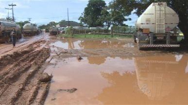 Situação precária da Estrada do Belmont, revolta moradores em Porto Velho - Os problemas se agravam na época das chuvas. São muitos buracos que tomam conta da estrada.