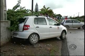 Será enterrado no cemitério onde trabalhava, o coveiro atingido por carro em Joinville - Veículo envolvido no acidente seguia cortejo