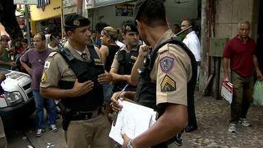 Mulher fica ferida durante troca de tiros no Centro de Belo Horizonte - Tiroteio aconteceu durante um assalto a uma loja.