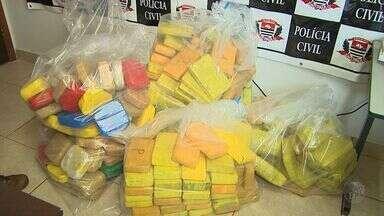 Polícia apreende 310 kg de crack e de pasta base de cocaína em Sales Oliveira, SP - Droga estava escondida em compartimento de caminhonete.