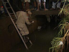 Homem desaparece ao cair em canal na Av. Barros Reis - Outro rapaz que também havia caído no canal conseguiu se salvar.
